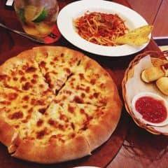 Đừng hỏi về độ ngon của mấy món này.. Omg pizza cheeselover viền phô mai và phô mai cuộn ôi đậu má ngon lắm ý tôi thèm :(