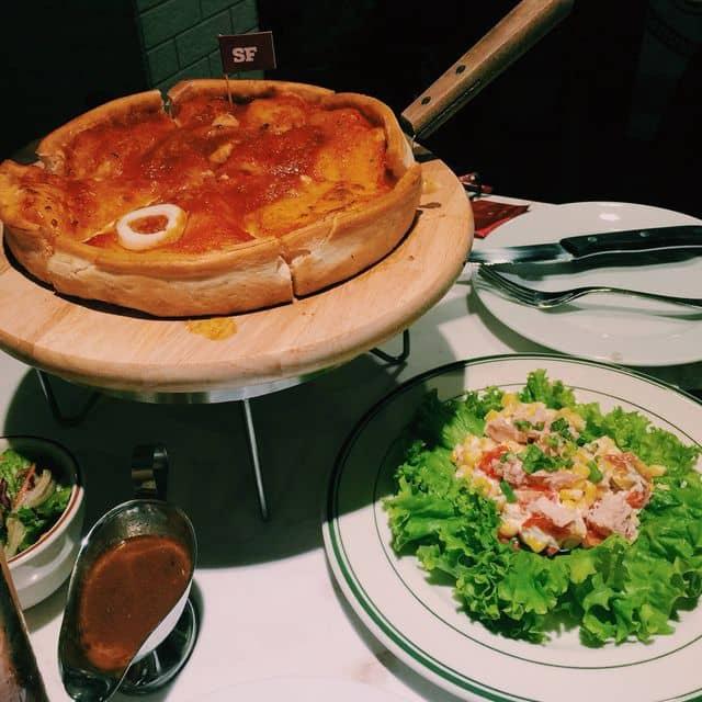 Pizza hải sản của Hằng Đoàn tại Cowboy Jack's - Võ Văn Tần - 116059