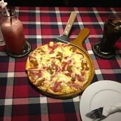 Pizza jambon & xúc xích của Linh Nguyễn tại Pepperonis Restaurant - Giảng Võ - 248844