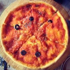 Pizza nhân nhồi- Dẻ sườn  của Bi Dở Hơi tại Cowboy Jack's American Dining - Hoàng Đạo Thúy - 834925