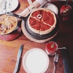 Pizza phô mai của Linh Chi tại Cowboy Jack's American Dining - Hoàng Đạo Thúy - 808716