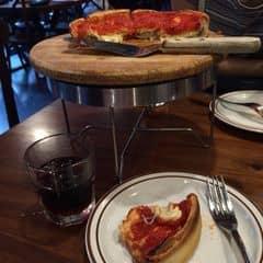 Pizza phô mai sốt cà chua của Béo Loan tại Cowboy Jack's American Dining - Hoàng Đạo Thúy - 272272
