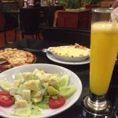 Pizza, salad, mì bỏ lò của Luna Hạnh tại Pepperonis Restaurant - Hàng Trống - 275542