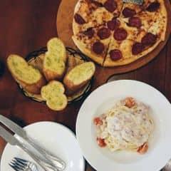 Pizza xúc xích và mỳ  của Phuong Nguyen tại Pizza Hut - Hà Đông - 247519