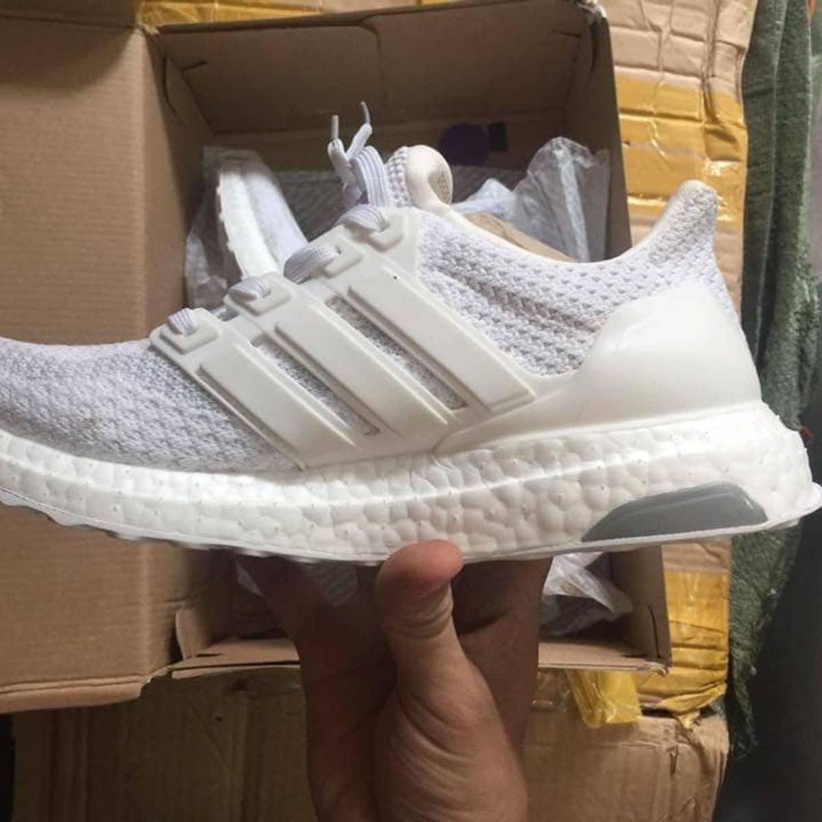 8a945a57b  Rep 1 1  Adidas Ultra Boost 2.0 Triple White tại Chuyên Giày Thể Thao Nam  Nữ của Giày Thể Thao Nam Nữ - Lozi