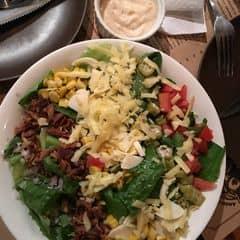 Salad Caesar olive xanh phô mai và Cá hồi Nauy đút lò của An Lê tại Quán Ụt Ụt - Barbecue & Beer - 1056966