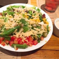 Salad cobb kiểu Alabama của Thanh Hoàng tại Quán Ụt Ụt - Barbecue & Beer - 431051