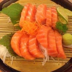 Sashimi cá hồi của San Má Mỳ tại Tokyo Deli - Võ Văn Tần - 87717