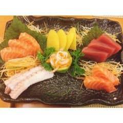 Thoả mãn rồi :x Lâu lâu lên cơn ghiền vô lý :)) #sashimi #food #foodholic #japanfood #yummy #delicious #deliciousfood #dinner #weekend #saigon #hochiminhcity #vietnam #asia #tokyodeli #restaurant