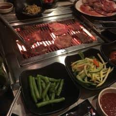 Đồ nướng tẩm ướp đậm đà ngon lành, có đến tận 20 món nướng trong 1 set buffet gồm nướng+lẩu tha hồ chọn lựa luôn. Các món ăn kèm ngon không kém, nhất là canh thịt bò và canh rong biển ở đây ngon thần sầu luôn 😍😍 có 2 suất buffet 249k và 349k hoặc có thể gọi nướng theo từng đĩa nhưng ăn buffet để vừa tiết kiệm vừa dc ăn thả ga 😚