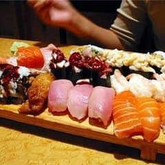 Một cách khác để tận hưởng bữa trưa healthy đó là đồ Nhật nha ^^ Giá hơi cao (Sushi Bar mà lị) nhưng đảm bảo là chất lượng miễn chê luôn ^^ Itadakimasu #lozi #buatrua #12hAnGi #healthy #Saigon24h