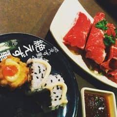Hmm. Phải nói là rất thích nơi đây luôn. Hôm đó mẹ với mình định đi sumo ở vincom nhưng hết chỗ. Thấy có kichi ở đó nên tấp vô liền. Anh quản lý vui vẻ hỏi và rất nhiệt tình. Vừa cười vừa nói nhân viên đang dọn bàn. Vui lòng đợi. Nhân viên ở đây khá nhiệt tình vui vẻ. Còn món ăn ở đây thì khỏi chê rồi. Thịt đỏ tươi luôn. Shushi thì cũng khá nhiều loại. Ăn mà phân vân quá trời luôn. Hôm đó mình kêu 1 lẩu nấm. Phải nói là nước súp quá toẹtt vời. Bỏ thêm các nguyên liệu trên băng chuyền nữa là một sự kết hợpp rất rất là hoàn hảo. Mẹ mình thuộc dạng khó ăn mà còn khen nức nở. Có dịp mình sẽ quay lại. Hihi😍😍🌸 #happykichi