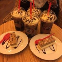 Socola freeze + bánh Vn  của Hoàng Bích Ngọc tại Highlands Coffee Du Thuyền - Thanh Niên - 437355