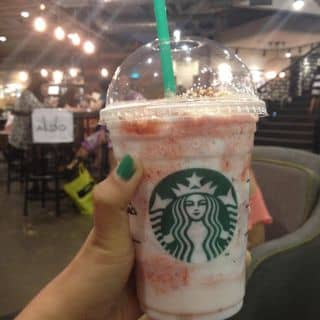 http://tea-3.lozi.vn/v1/images/resized/strawberry-cheesecake-frappuccino-9086-1410686063