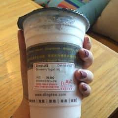 Sữa chua dâu của Yến Emonly tại Ding Tea - Cầu Giấy - 248044