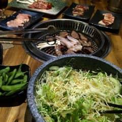 #thitnuong Thích thịt nướng ở sumo, ngon, vừa vị. Mỗi tội buffet nên mỗi lần ăn xong lại mệt mỏi. Có 2 suất 259k và 319k, 319k có thêm lẩu với mấy loại lẩu và đồ ăn vặt, cả sáhimi, tempura. Nhưng ở sumo thấy có thịt, salad, bánh xèo, bò viên là ngon còn tempura vs sashimi thì chắc k có ăn buffet ở đâu ngon. Phục vụ thì thích nhất ở Tô hiến thành, ở royal hơi thốn với đồ cứ thấy k đc tươi với ướp cứ thế nào ấy