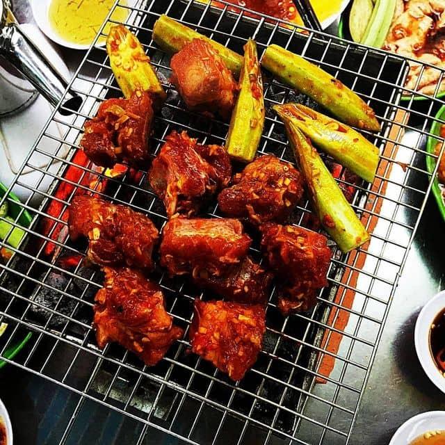 Sườn heo nướng sả ớt của Hà Yumi tại Quán Ốc Ty - Vĩnh Khánh - 60470