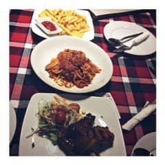 Sườn Nướng BBQ & Spaghetti &  French Fries của An Vu tại Pepperonis Restaurant - Huỳnh Thúc Kháng - 910090