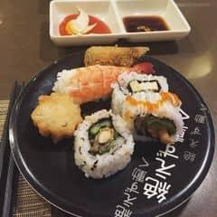 #happykichi - Cầu trời cho con thắng để được đi ăn nữa 😂😂😂 Sushi ngon quá ba má ơi, có thua j nhà hàng Nhật. Ta nói ko lo ăn lẩu, lo ăn sushi ko lunnnn.