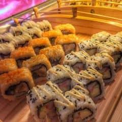 #happykichi - Hấp dẫn quá ba má ơi, hông lẽ giờ hok ăn lẩu nữa mà lo ăn sushi hả ta :))) Nói thiệt luôn á, nó ngon lắm luôn á, thà bỏ tiền vô đây ăn sushi có lý hơn Xiên que đó. Yêu kichi quá đi, nhất định sẽ trung thành mãi mãi với kichi luônnnn.