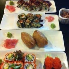 Sushi ở đây thì. Không phải chê vào đâu ùi, đặc biệt là món sushi lươn ngon nổi tiếng. Măm măm. Không gian rất Nhật Bản, phục vụ nhiệt tình, chu đáo.
