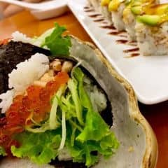 Sushi tay cầm ở đây ăn cũng khá ngon! Giá khá rẻ so với những tiệm sushi khác. Mọi thứ đều có chất lượng và độ ngon khoảng mức trung bình. Là quán ăn nhật nên được trang trí không gian cầu kì thoải mái. Giá ăn no cho 2 người khoảng 400k.