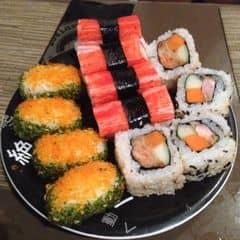 Ngoài những món ăn lẩu thì bị kết shushi, gymbab nhà kichi luôn. Xin hẳn một đĩa to ứ ừ ự ăn no luôn #happykichi
