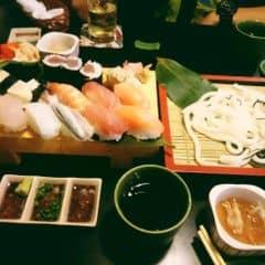 Các món này ở đây làm ngon, hải sản tươi, ăn rất no. Mì udon ăn cũng khá ngon, hợp khẩu vị của mình