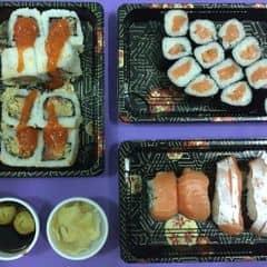 Sushi Tokyo Deli có nhận giao hàng tận nơi cho các khách hàng cùng quận nhen.  👍 Vẫn tươi ngon.  👍 Hương vị y chang khi ăn ở tiệm  👍 Giao hàng rất nhanh   👎 Vì là giao hàng tận nơi nên không có sashimi  👎 Ít nước tương, ăn ở nhà nên không biết xin thêm ở đâu 😂