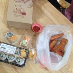Sushi + papparoti + đùi gà chiên cay + xúc xích cay của Vân Dean tại TTTM Aeon Mall Long Biên Hà Nội - 424954
