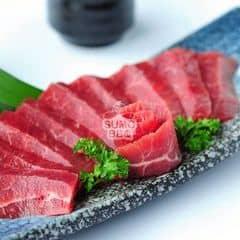 Thịt ít béo nhưng vẫn mềm. Sốt Soyu bơ cực ngon và hợp vị… nướng cùng thịt mang đến hương thơm hấp dẫn mà vẫn ko quá lấn át vị bò <3