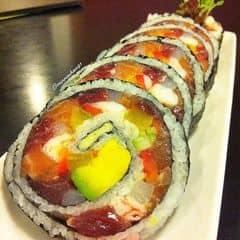 Sushi khổng lồ là đây! Ăn một mình phần này, thì bụng nữ nhi sẽ to ra đáng kể. Nhưng chẳng sao, vì ghiền bé này. Nhưng chắc dần dần sẽ phải chuyển hướng sang sushi chín quá, ăn sống thế này cũng không tốt cho sức khỏe đâu. Lâu lâu thì được.