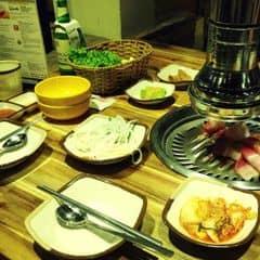 Mang phong cách Hàn Quốc. Menu phong phú với nhiều món nướng. Ướp thịt thấm, nước chấm ngon. Giá cả hợp lí. Ăn no 2 người tầm 250k. Quán đẹp, không gian thoải mái!