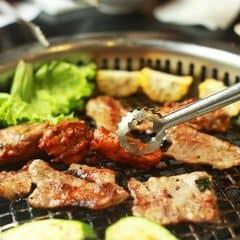 Lẩu nướng ở đây đậm phong cách Hản Quốc, thịt nướng được tẩm ướp đậm đà vừa miệng, giá cả cũng hợp lý, nhìn chung là ngang với các nhà hàng lẩu nướng ở Hà Nội hiện nay