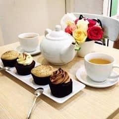 Ahihi ngồi buôn thì hết ý ạ =)) nhâm nhi trà bánh ❤️ mà bánh bình thường ạ ko ngon =))
