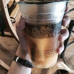 Ding tea Cầu giấy, ns chung trong các loại thì trà Ding tea thì mình cho rằng giá khá cao, nhưng đắt xắt ra miếng, nếu như lựa chọn ngày nào cũng uống trà sữa bình dân thì mình sẽ chọn 1 tuần đi đến Dingtea 1 lần và cảm nhận. Vị nào cũng ngon, mình thích nhất Trà đào thêm mousse :). Quá ngon, quá tuyệt ;)