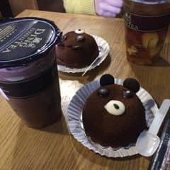 bản thân là một đứa cuồng socola nên vừa gọi bánh lẫn trà sữa đều là socola hết, ngấy đến nỗi mà mỗi thứ chưa đc 1 nửa đã ngấy ko thể tiếp tục đc r =)) ncl thử rất nhiều loại loại trà sữa r nhưng vẫn quay lại trung thành với ding tea thôi =))