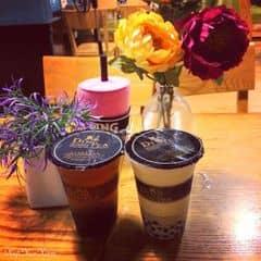 Chẳng bao giờ hết mê Ding Tea <3 Trà sữa vị hoa nhài và trà xanh mật ong đều rất thơm, vị thanh mà không bị ngọt, cực hợp giải khát trong mùa hè nóng nực này =v=