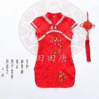 váy đầm bé gái thiết kế với kiểu dáng sườn xám thêu hoa trước ngực, tay con, phong cách duyên dàng thuỳ mị Giá bán:  145,000 đ Size             Số kg  2                 9 - 10kg  4               11 -  của thaonguyen1793 tại Hồ Chí Minh - 3802019