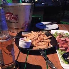Vuvuzela Beer Club chi nhánh Nguyễn Trãi quá tuyệt vời. Món ăn rất ngon. DJ nhạc quá đã. Phục vụ chuyên nghiệp rất ok. Giá theo mình thì rẻ hơn so với nhiều bar khác. Lần sau sẽ ghé nữa để chơi.