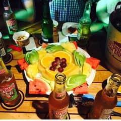 Bia nhẹ hơn heineken uống cũng ngon, trai gái gì cũng uống được hết :v Ngoài mấy món snack ra nên gọi thêm trái cây chua chua giải bia giải rượu :3 Trái cây nhiều loại như ổi cam thơm dưa hấu bla bla, loại nào cũng tươi. Không gian cũng khá thoải mái, chơi nhạc hay, chất ko có chát quá.