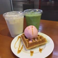 waffle & đồ uống của Re-bye tại Angel in us Coffee - Lotte Center Hanoi - 303973
