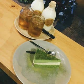 http://tea-3.lozi.vn/v1/images/resized/whole-milk-and-matcha-cake-147831-1451466299